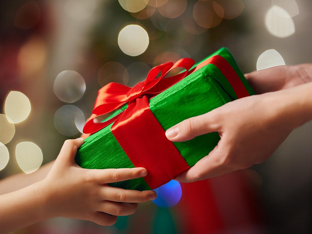 Почему моему ребенку не дарят подарки 438