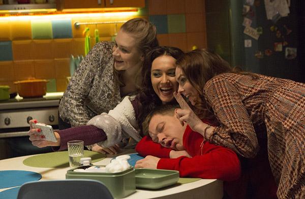 Будто только вчера три молодые подружки покоряли московские клубы и сердца  парней, а уже сегодня одна — многодетная мама, вторая — разведенка с  ребенком на ... 5051d8fa842